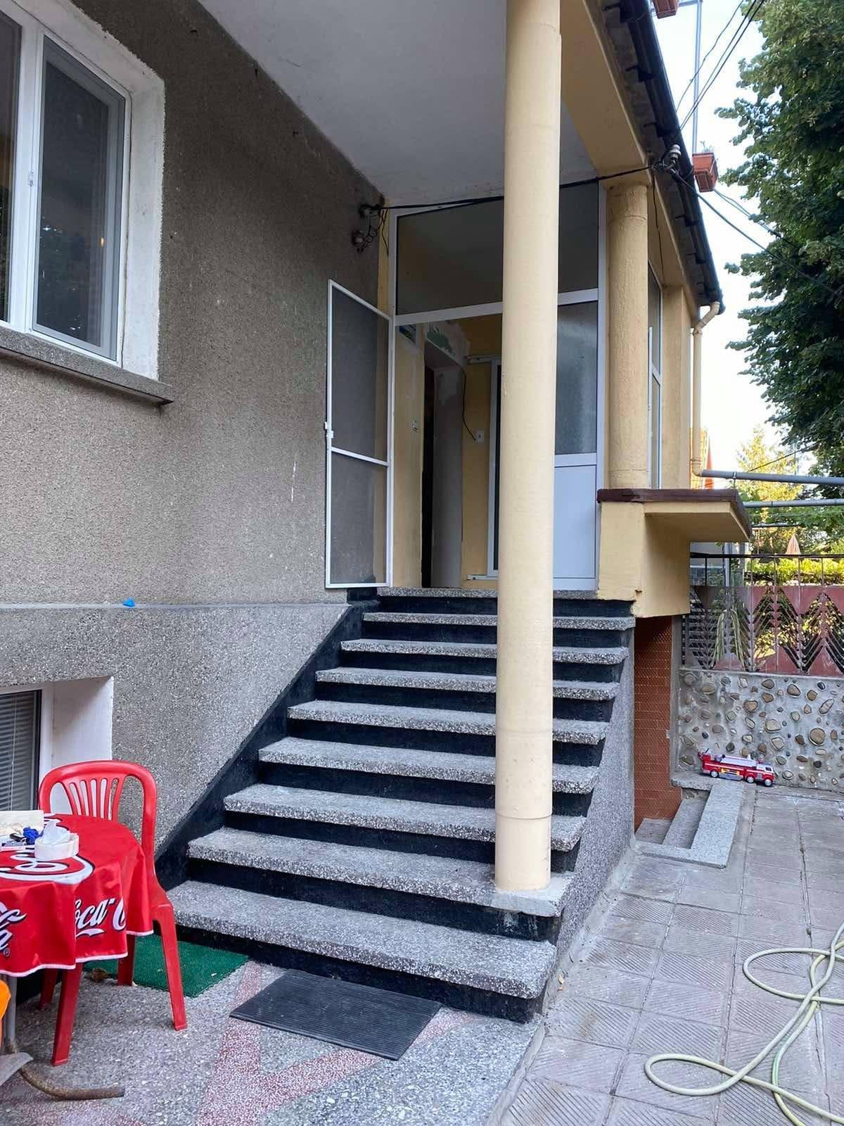 Етаж от къща, приземен етаж и дворно място гр. Пазарджик