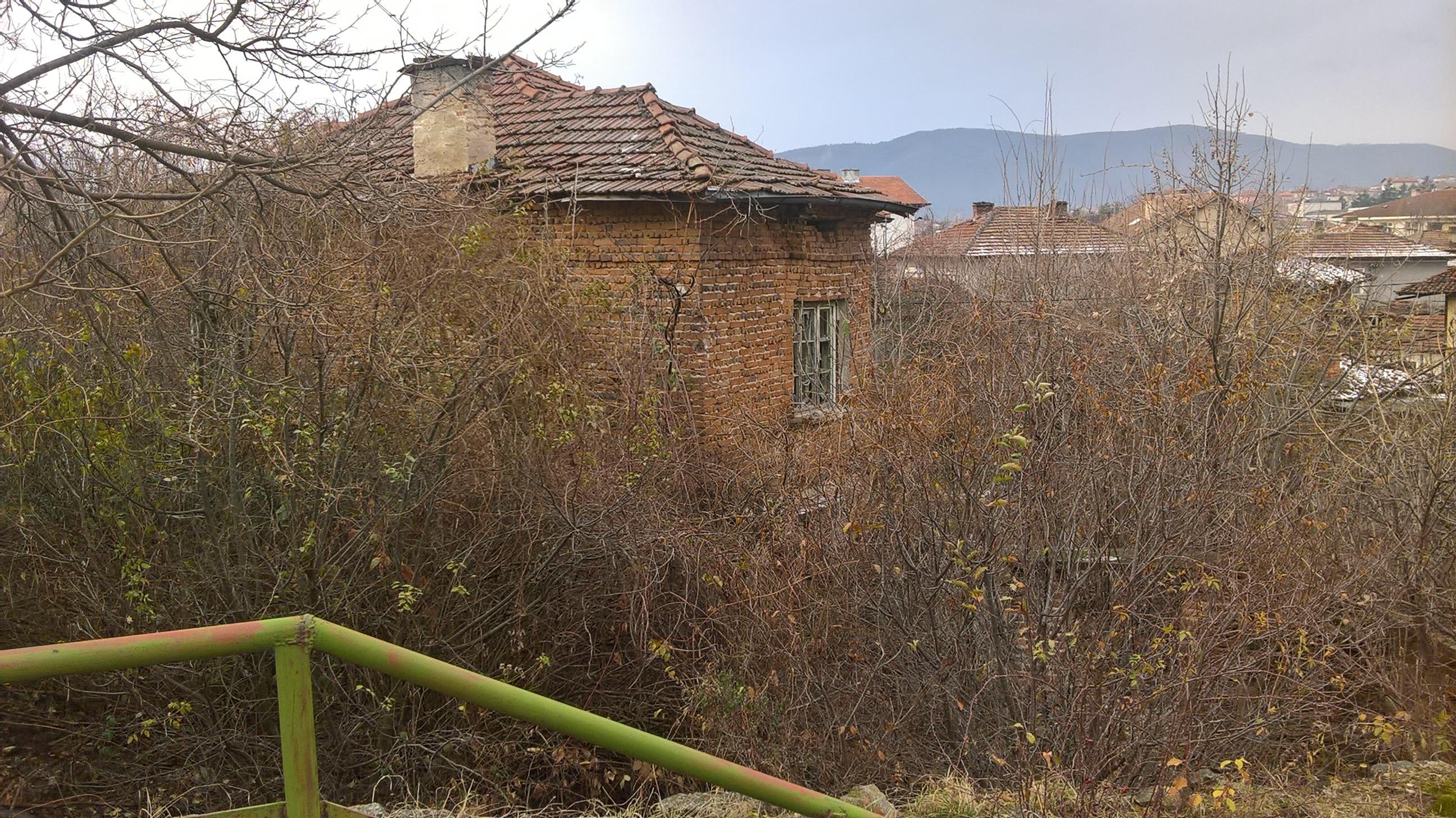 Къща с двор в град Стрелча
