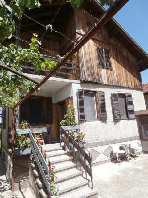 Къща с двор в село Бошуля