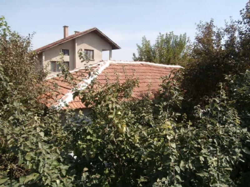 Къща в Добровница