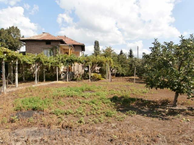 Самостоятелна къща село Виноградец