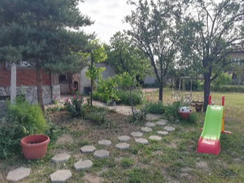 Самостоятелна къща в Добровница