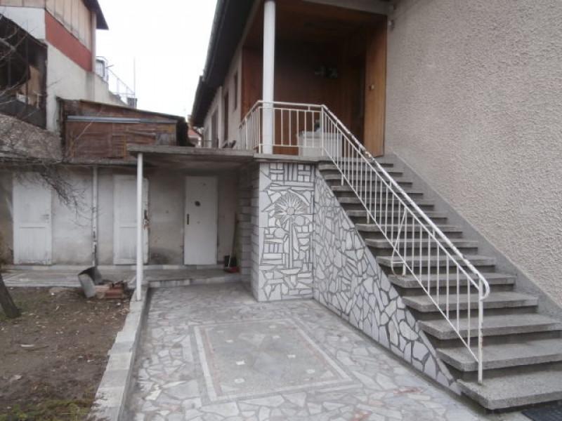 Самостоятелна къща в град Пещера