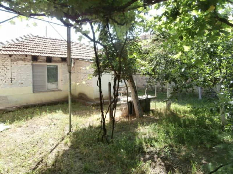самостоятелна къща в Црънча
