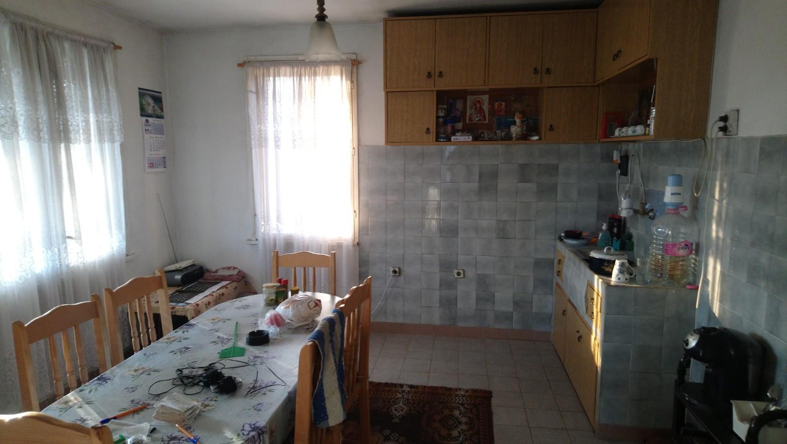 Складово помещение с къща в село Карабунар