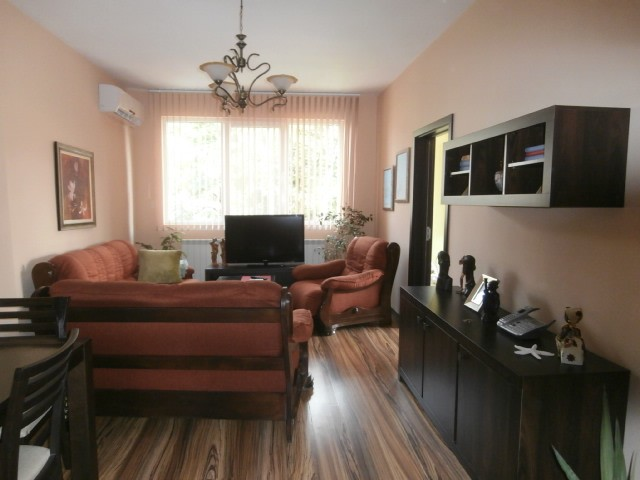 Тристаен апартамент и мансарда град Пазарджик