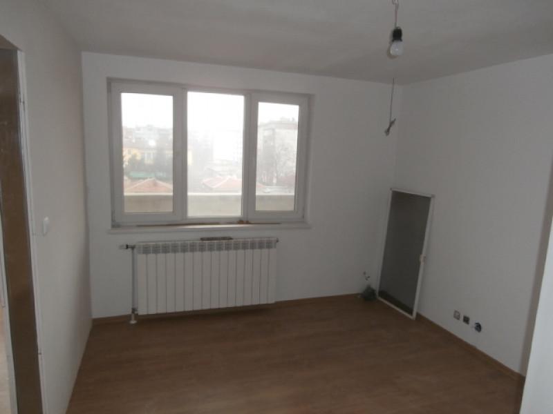 Тристаен апартамент и гараж в град Пазарджик